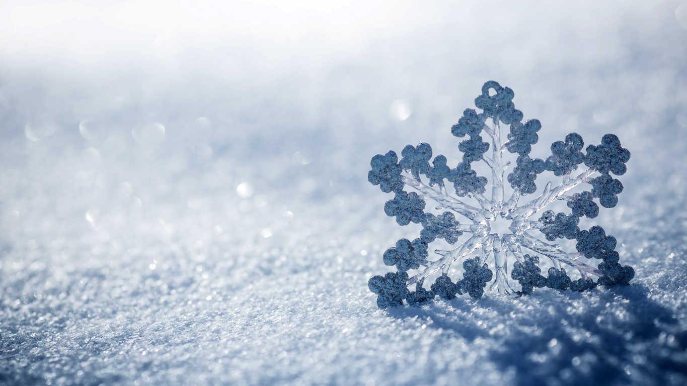 ice-snowflake-macro-HD (Medium)